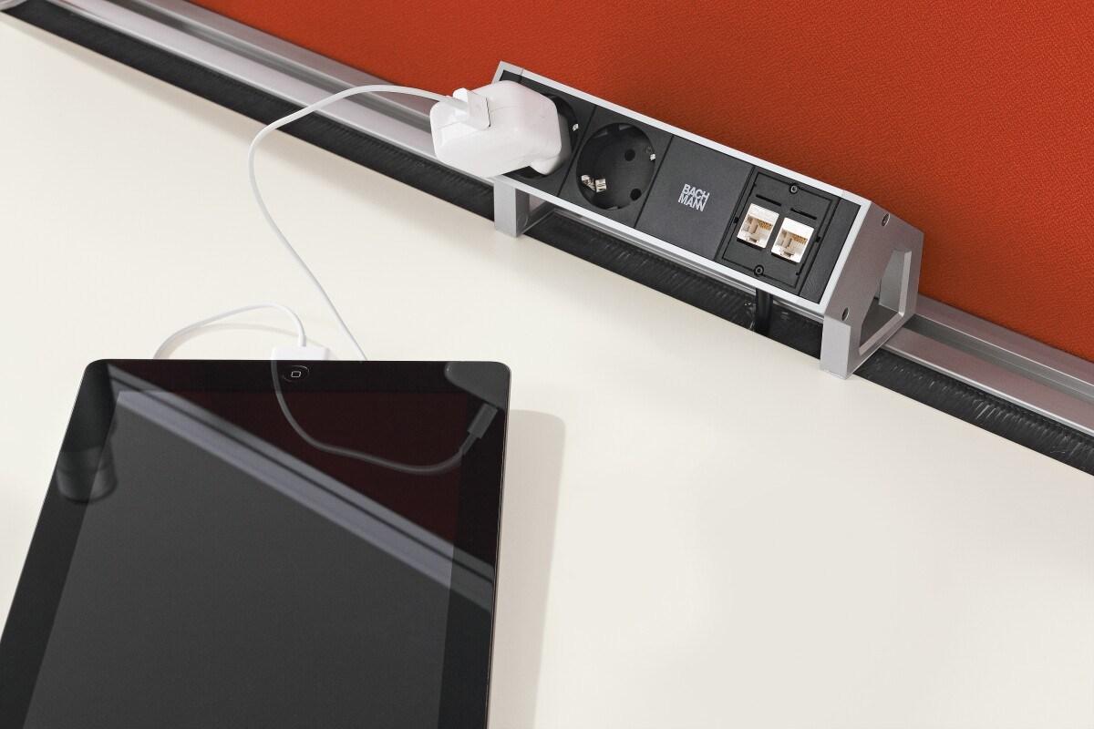 Schreibtisch Mit Kabelmanagement 2021